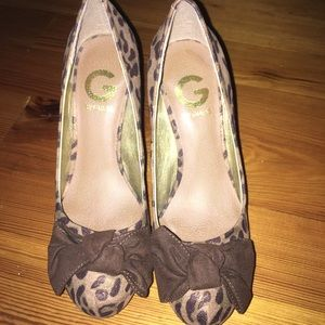 Size 6: Guess heels👠